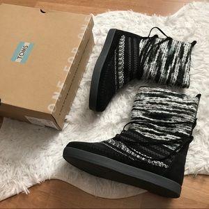 NIB Toms Nepal Boots Black Suede Winter
